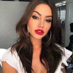 Makeup and hair today by 👄 Make-up und Haare heute von 👄 Glam Makeup, Red Lips Makeup Look, Makeup For Brown Eyes, Cute Makeup, Simple Makeup, Makeup Eyeshadow, Natural Makeup, Beauty Makeup, Hair Makeup