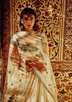 Anita Dongre, India Fashion, Ethnic Fashion, Pakistan Fashion, London Fashion, Women's Fashion, Indian Wedding Outfits, Indian Outfits, Wedding Dresses