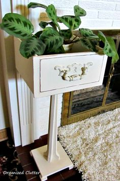 Inexpensive Drawer and Pedestal Planter  - interesting combo...www.organizedclutterqueen.blogspot.com
