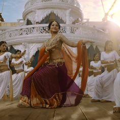 Anushka Shetty's transformation in Baahubali 2 has been phenomenal or has it been a transformation in the first place? - Anushka Shetty's transformation for Baahubali 2 is remarkable, courtesy CGI? Anushka Shetty Bahubali, Anushka Shetty Saree, Indian Actresses, Actors & Actresses, Prabhas And Anushka, Bahubali 2, Saree Poses, Hindu Culture, Actress Anushka