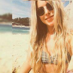 Buenas tardes a todos nada mejor que un buen chapuzón para combatir el calor. Y por supuesto siempre con nuestras #gafasdesol.  Gracias a @sylvielombay por esta foto tan chula.  #sunoptica #gafas #sunglasses #gafasdesol #occhiali #sunnies #gafas #shades #style #fashion #gafasredondas #playa #verano #summer #vacaciones #beach