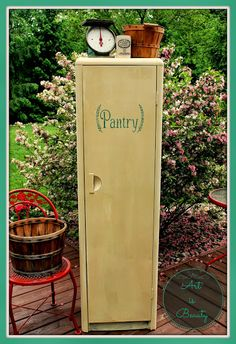 old tired free locker turned into a vintage inspired pantry: Could be used in entryway Vintage Pantry, Vintage Kitchen, Vintage Lockers, Kitchen Retro, Retro Kitchens, Repurposed Furniture, Painted Furniture, Repurposed Items, Furniture Makeover