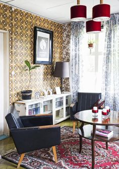 Punavuoresta mummonmökkiin! Punaisessa tuvassa asuu Janne ja seitsenvarpainen kissa | Meillä kotona Living Spaces, Living Room, Retro Home, Retro Vintage, Sweet Home, Traditional, Interior Design, House, Inspiration
