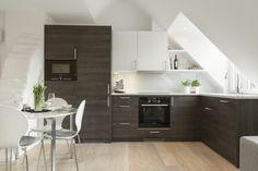 Dachgeschosswohnung kücheneinrichtung mansarde dachschräge deko ideen küche6