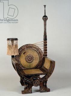 Art Nouveau style throne chair with asymmetrical decoration, by Carlo Bugatti (1856-1940), Italy, 20th century / Private Collection / De Agostini Picture Library / Etude Tajan / Bridgeman Images
