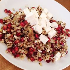 Bulgur/Quinoa-Salat mit Feta und Granatapfel Quinoa Salat Feta, Tapas, Mezze, Superfood, Cobb Salad, Acai Bowl, Clean Eating, Low Carb, Healthy Recipes