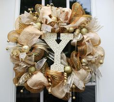 Just finished a new wreath for Christmas 2012!  Many thanks to  kristenscreationsonline.blogspot.com