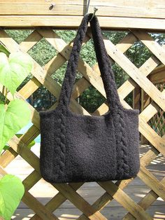 Ravelry: Braided Cable Handle Tote ,free pattern by Amanda Silveira