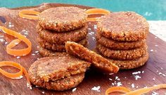 Raw Vegan Recipes by Rocki: Raw Carrot Cake Cookies - Vegan and Nut-Free Raw Dessert Recipes, Raw Desserts, Desert Recipes, Raw Food Recipes, Cookie Recipes, Delicious Desserts, Raw Carrot Cakes, Carrot Cake Cookies, Cookies Vegan