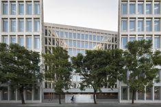 Oficinas para Consejería de Fomento y Vivienda / Cruz y Ortiz Arquitectos