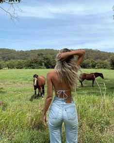 """EM on Instagram: """"Stopping on the side of the road whenever I see horses so I can pat them 🐴🤎"""""""