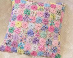 Sweet pastels make up this shabby chic pillow. Perfect for bed, chair, porch swing! Shabby Chic Quilts, Shabby Chic Pillows, Vintage Pillows, Quilting Projects, Sewing Projects, Fabric Crafts, Sewing Crafts, Yo Yo Quilt, Sewing Pillows