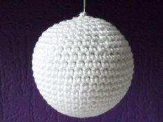 Kerstbal haken Christmas Hearts, Crochet Christmas Ornaments, Christmas Balls, Christmas Diy, Xmas, Crochet World, Projects To Try, Crochet Patterns, Crochet Hats