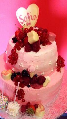 White and dark chocholate mascarpone cake with berries:P