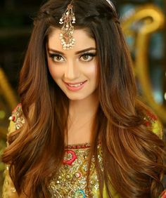 Alizy #EyeMakeupTips Kashees Hairstyle, Hairstyle Tutorials, Braid Hairstyles, Indian Bridal Hairstyles, Mehndi Hairstyles, Open Hairstyles, Bridal Looks, Pakistani Wedding Outfits, Pakistani Dresses