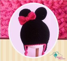 Modelo N° 38: Minie Mouse con moño lateral en tonos fiusha, tejido a crochet