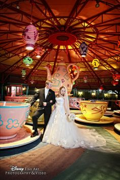 Spin in circles (of love!) with a photo shoot at Disney's Mad Tea Party attraction #Disney #wedding