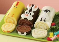 10 smaskiga bakverk att imponera med i påsk - Passover Recipes - Cake-Kuchen-Gateau Holiday Cakes, Holiday Treats, Holiday Recipes, Swiss Roll Cakes, Gourmet Cakes, Log Cake, Easter Treats, Easter Cake, Easter Party