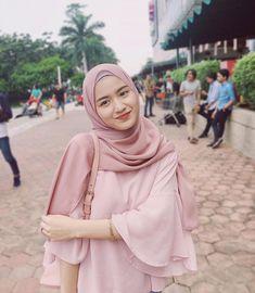 Lama tak bergambar throwback and repost jela mampu kikikiki Stylish Hijab, Casual Hijab Outfit, Hijab Chic, Beautiful Hijab Girl, Beautiful Muslim Women, Hijabi Girl, Girl Hijab, Hijabs, Hijab Teen