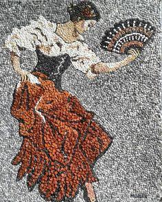 Pebble art work by Munteha Tuga. Mosaic Tile Art, Pebble Mosaic, Mosaic Diy, Mosaic Designs, Mosaic Patterns, Art Rupestre, Art Pierre, Mosaic Art Projects, Mosaic Pictures