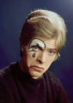 Rare 1967 Photos of a David Bowie in Hats, Mime Makeup, and Wooly Sweaters Before the Release of His Self-Titled Debut Album - Flashbak Diane Arbus, Ziggy Stardust, Davy Jones, Stevie Nicks, Fleetwood Mac, Freddie Mercury, Album David Bowie, Rolling Stones, David Bowie Makeup