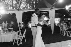Aonde Casar organizou este casamento clean e moderninho entre um bajan e uma americana. Acesse para ler a história do casal e ver as fotos