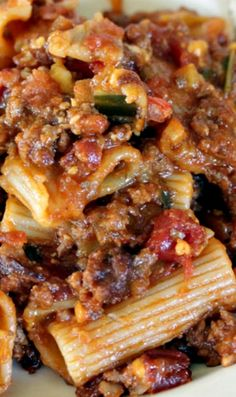 Bacon Cheeseburger Rigatoni Recipe ~ with a tangy barbecue sauce, cheddar cheese, bacon, pickles and tomatoes.