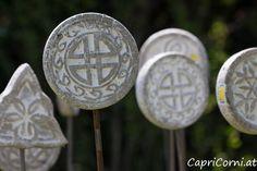 Keltische Symbole auf Eisenstab Personalized Items, Celtic Symbols, Stone Sculpture, Sculptures, Stones