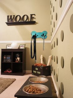 Wood Dog Leash Holder Pet Room Decor Perfect by HappyTrailsThrift Animal Room, Dog Room Design, Dog Design, Dog Bedroom, Small Bedrooms, Puppy Room, Dog Leash Holder, Dog Corner, Dog Spaces