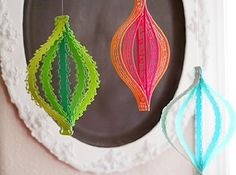 30 Beautifully Inventive DIY Christmas Decorations=simple paper strips cut with fancy scissors  together