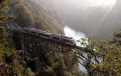 Volete scoprire un pezzo del Piemonte lontano dai soliti itinerari prendendovi tutto il tempo di ammirare la bellezza della natura che d'autunno si...