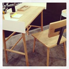 Compact solid oak desk and chair by Universo Positivo.