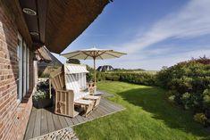 Drei Terrassen um die Sonne und Ruhe zu genießen #Senhoog #Morsum #Sylt Patio, Outdoor Decor, Home Decor, Porches, Farmhouse, Sun, Vacations, Decoration Home, Terrace