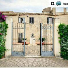 """Casa natale Luigi Pirandello, """"un villa di altri tempi"""". Ringraziamo @noemycama per il bellissimo scatto😉😎👏👏 ~~~~~~~~~~~~~~~~~~~~~~~~~~~~ Tag le tue foto con @myagrigento o #myagrigento, le foto migliori entreranno a far parte della nostra gallery.... Seguici anche su Facebook! ~~~~~~~~~~~~~~~~~~~~~~~~~~~~ #Agrigento #MyAgrigento #Travel #Turismo #italia #italy #sicilia #sicily #instatraveling #instapassport #igtravel #travelblog #travelblogger #traveltheworld #globetrotter…"""