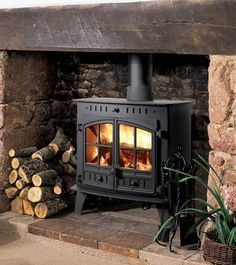 Woodburning stove and fireplace insert provide a cozy fireplace corner - Home Decoration Wood Stove Surround, Wood Stove Hearth, Wood Burner Fireplace, Inglenook Fireplace, Cozy Fireplace, Fireplace Design, Brick Fireplace Remodel, Corner Wood Stove, Hunter Stoves