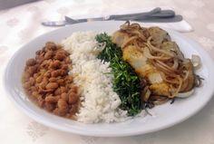 Feijão, arroz, couve e file de frango acebolado