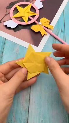 Diy Crafts Hacks, Diy Crafts For Gifts, Diy Crafts Videos, Creative Crafts, Cool Paper Crafts, Paper Crafts Origami, Fun Crafts, Arts And Crafts, Instruções Origami