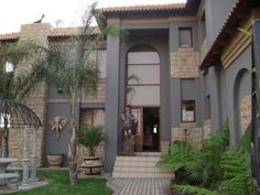 Modern and Dramatic - Hartbeespoort.