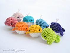 rainbow crochet whales / balene arcobaleno a uncinetto