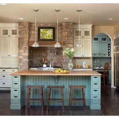 Country kitchen design with contrasting island. Kitchen Tops, Kitchen Redo, New Kitchen, Kitchen Remodel, Kitchen Dining, Kitchen Ideas, Kitchen Colors, Kitchen Makeovers, Teal Kitchen Walls