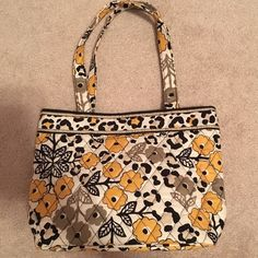 Brand new VERA BRADLEY purse Literally never used. Has packaging, just not tags. The measurements are shown in the photos. In 100% new condition. It doesn't have any inside pouches, but the outside has a little cell phone pocket. Very cute Vera Bradley Bags Mini Bags