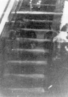 Hullhouse.jpg (343×490) The Hull House, erected in 1856 in what used to be the suburbs of Chicago, had a spooky reputation. This photo is said to show four monk-like figures on the staircase.