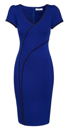 Stretch dress with striking lines The Dahlia Dress in royal blue is a beautiful summery splash of color. Due to the dark, strong blue tone and the stripes used, the dress looks sporty-elegant. The dress is normal. Choose your usual size.