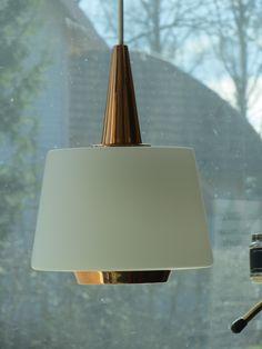 Yksinkertaisuudessaan todella kaunis valaisin, kuparia ja lasia, valmistaja Valinte. Hyvässä kunnossa ja toimiva. Kuvun korkeus kupariosan kärkeen 28 cm, johtoa on reilusti.MYYTY. Nordic Design, Scandinavian Design, Lassi, Vintage Lighting, Lamp Design, Ceiling Lights, Pendant, Furniture, Home Decor