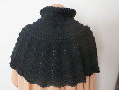 Antique Victorian Capelet Black Crochet Lace Shawl door Yesterwears