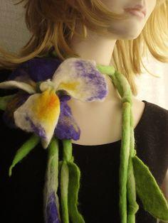 Reserviert für Sania gefilzt Floral IRIS Blume mit Blättern