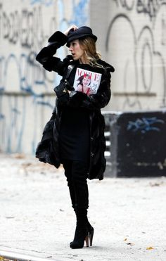Sarah Jessica Parker showing us how to wear all black in the chicest way possible