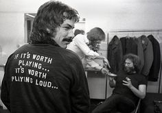 Mickey& Motto (Mickey Hart, Grateful Dead) This shot was taken in the dressing room of a concert hall in Boston during a spring 1977 tour. By Peter Simon. Grateful Dead, Best Motto, Dead Pictures, Dead Pics, Dead Images, Mickey Hart, Morrison Hotel, Music Photographer, The Jam Band