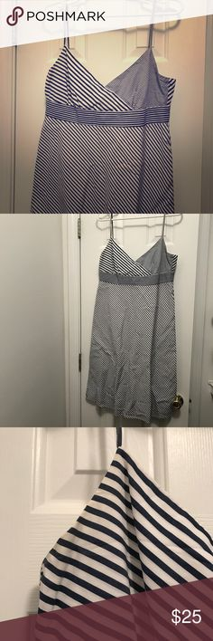 Nautical Spring easy JCrew dress This is an easy breezy dress in a nautical navy stripe pattern. Flattering fit. Has some slight discoloration below strap area as pictured but hardly noticeable. Great dress for spring!   No trades, please use offer button for offers. 😘 J. Crew Dresses Midi
