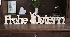"""Schriftzug aus Holz, bestehend aus 2 Wörtern: """"Frohe Ostern"""". Der Schriftzug ist aus Holz natur, glatt geschliffen und zur Weiterverarbeitung sehr gut geeignet.  Diesen Artikel gibt es nicht in..."""